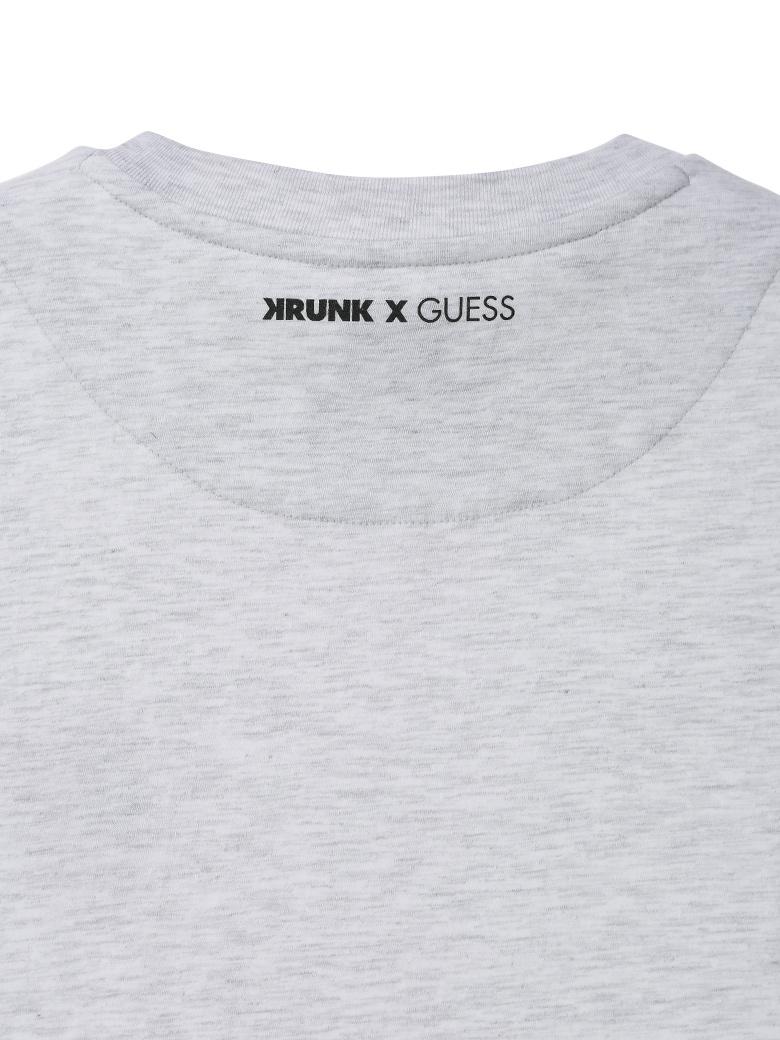 게스(GUESS) [KRUNK] 미니 크렁크 자수 반팔