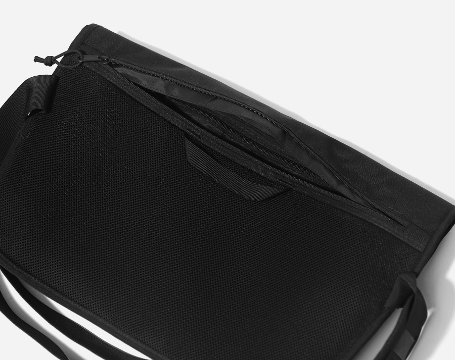 커버낫(COVERNAT) CORDURA MESSENGER BAG BLACK