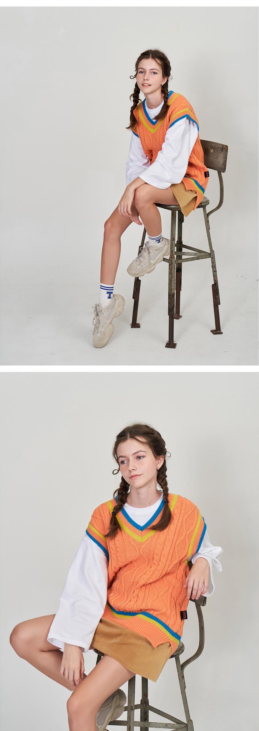 벳규어스(BETGURES) [UNISEX] 프레피 꽈배기 브이넥 언발 트임 베스트 니트 조끼 오렌지