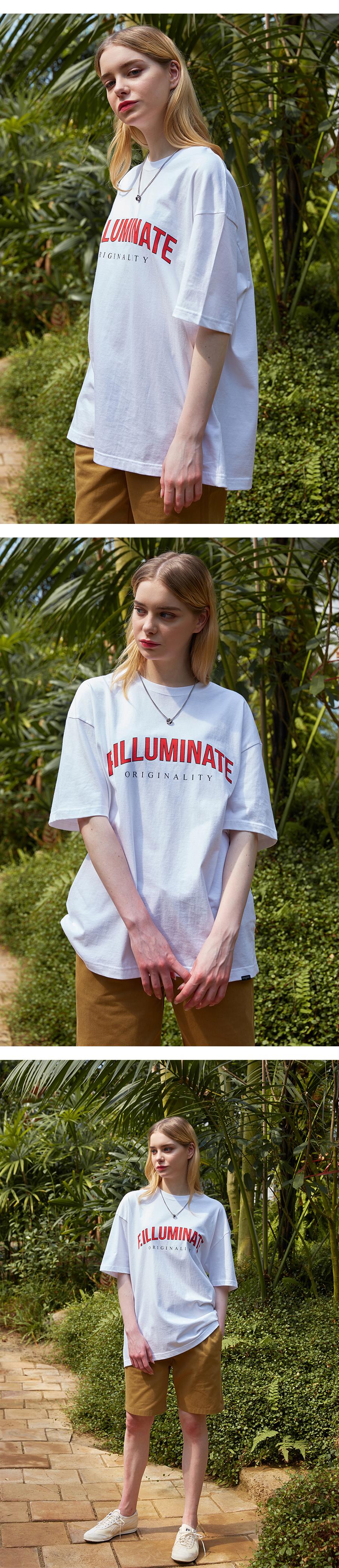 필루미네이트(FILLUMINATE) 유니섹스 오버핏 로고 C-포인트 티-화이트