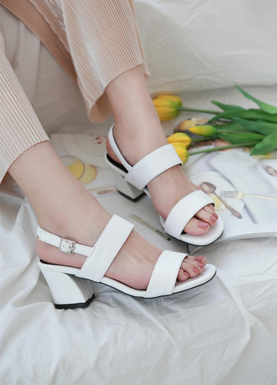 리플라(LI FLA) 19A203 cream sandal