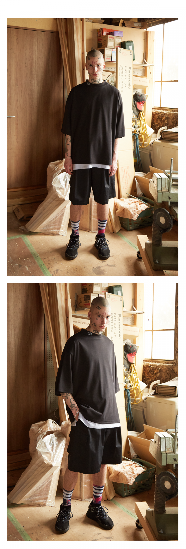 캐스퍼존아이바(CASPERJOHNAIVER) 실키 로고 넥 포인트 티셔츠(블랙)