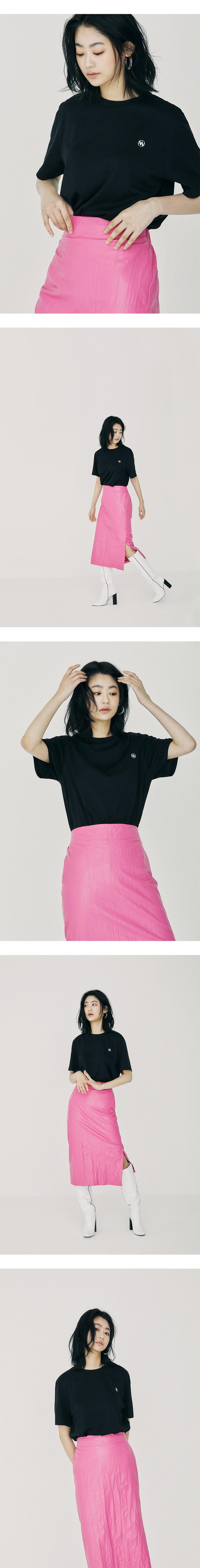 온느(ONNE) Zigzag Pointed Logo T-Shirt Black