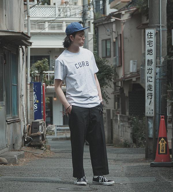 커브(CURB) 베이직 로고 티 /네이비