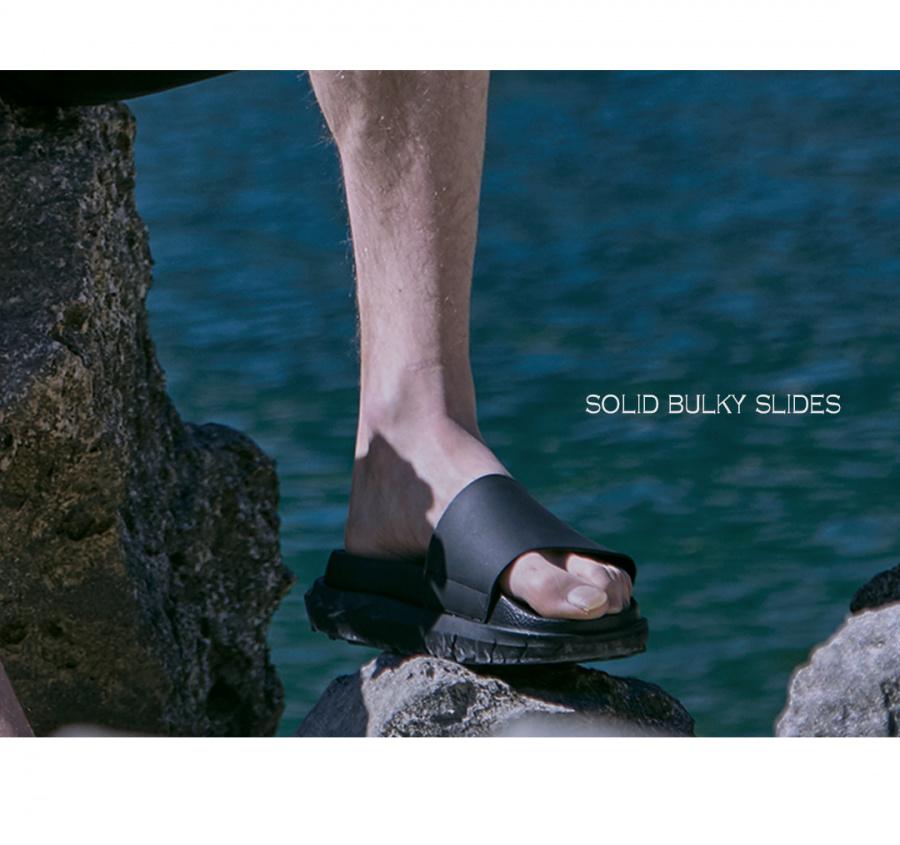 메종미네드(MAISON MINED) SOLID BULKY SLIDES (4CM HEEL)