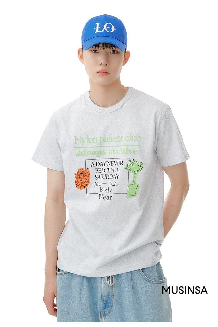 티셔츠에 주목 image
