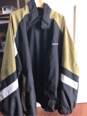 디스이즈네버댓(THISISNEVERTHAT) T-Logo Paneled Windbreaker Black 후기