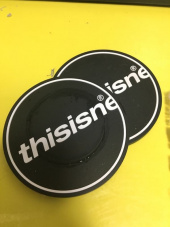 디스이즈네버댓(THISISNEVERTHAT) C-Logo Coaster Black 1Set(2Pcs) 후기