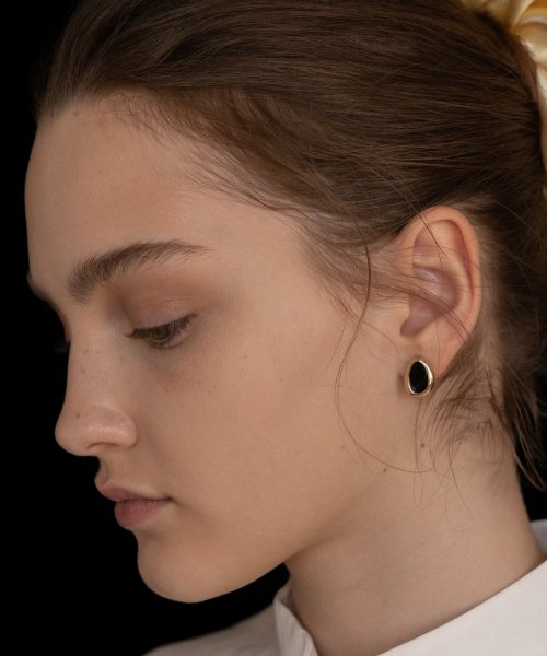 마니에피에디(MANI E PIEDI) Black Oval Cell Earring