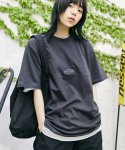맥앤칩스(MCNCHIPS) HORIZONTAL LINE TEE CHARCOAL