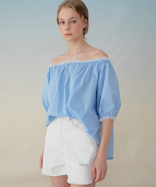 몬츠(MONTS) 939 lace off-shoulder blouse (sky blue)
