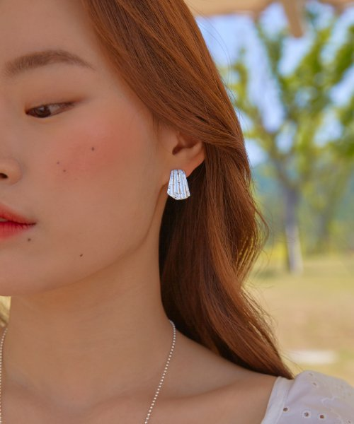 파티 에프터 다크(PARTY AFTER DARK) Shell Earring_ Silver / Vintage Gold