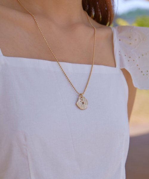 파티 에프터 다크(PARTY AFTER DARK) Vintage Shell Necklace_ Vintage Gold