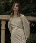 노미나떼(NOMINATE) MODENA SQUARE NECK DRESS ASH BEIGE