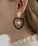 메리모티브(MERRYMOTIVE) Black lace heart frame with pearl earring
