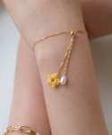 메리모티브() Knit flower and pearl wavy chain bracelet