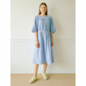 오이아우어(OIAUER) Shirring Round Neck One-piece in Sky Blue