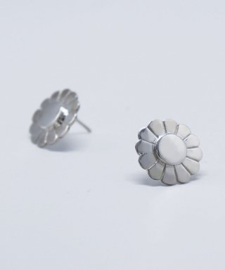 봉보(BONBEAU) Sunshine daisy silver Earrings 데이지 꽃 은침 귀걸이