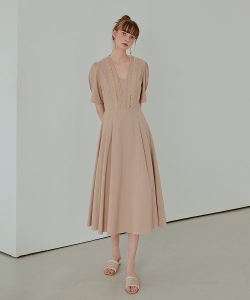 에트몽(ETMON) Square Neck Lace Dress  Beige