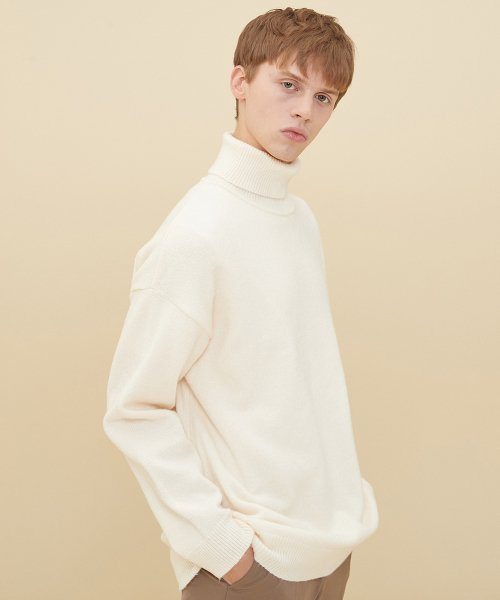 블론드나인(BLOND9) MELANGE TURTLE NECK SWEATER_IVORY