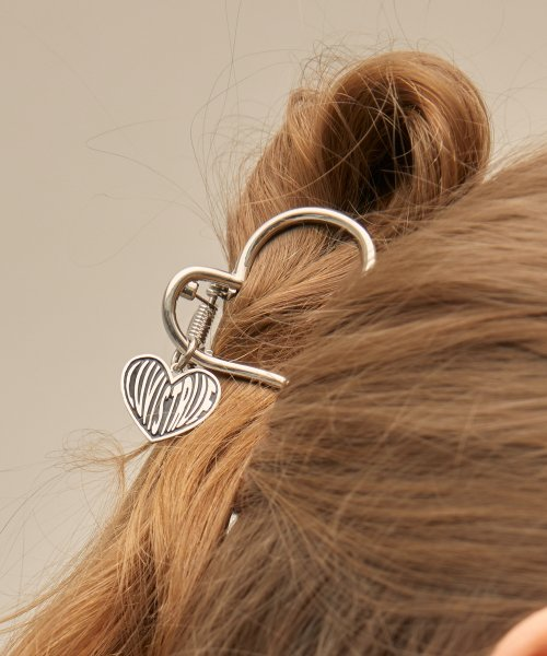 러브이즈트루(LUV IS TRUE) PO HEART PIN(SILVER)
